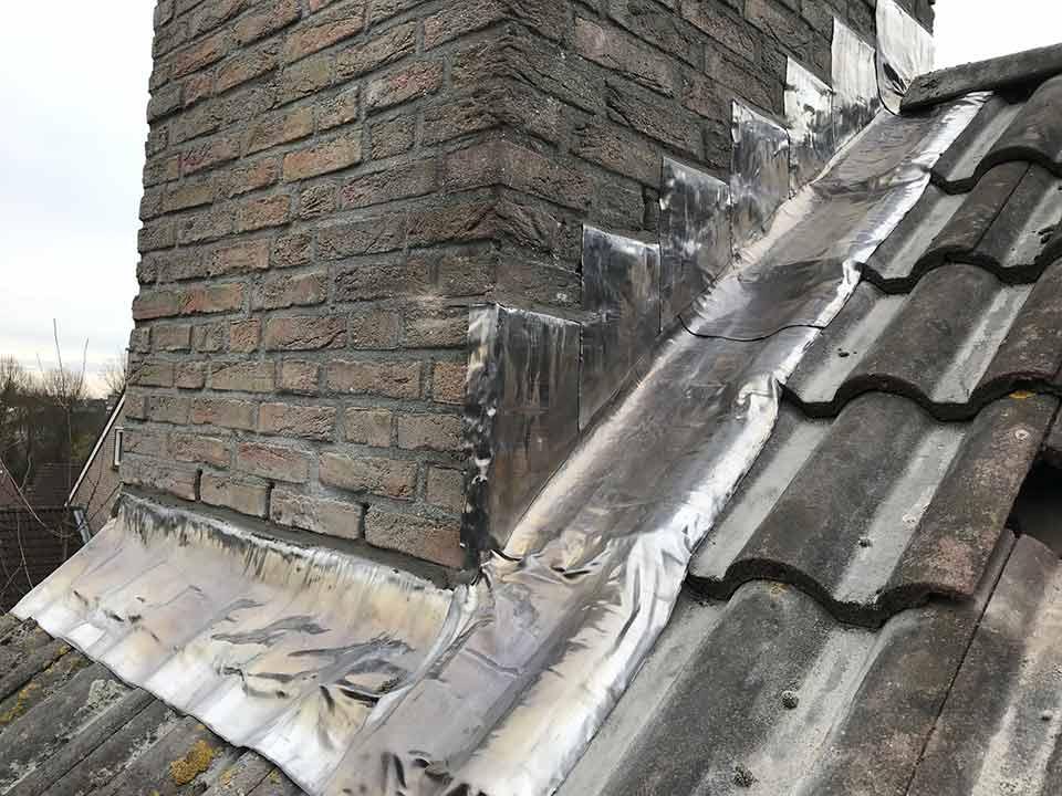 Uitzonderlijk Lood schoorsteen dakkapel door Dakbeheer Kieskeurig NR23